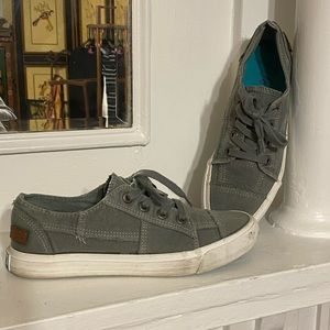 Blowfish Malibu Distressed Lace Up Sneakers Shoes.